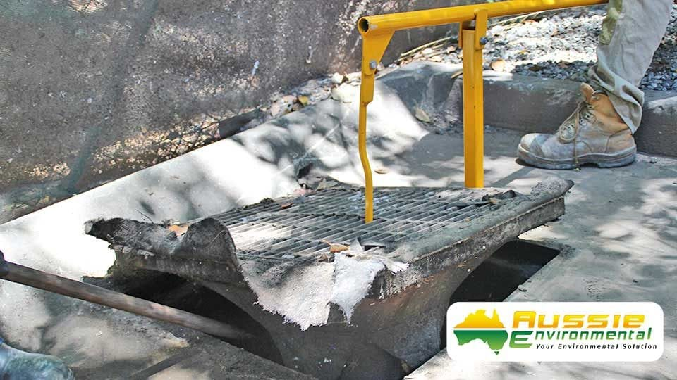 Grate Lifter For Stormwater Drains & Grates In use