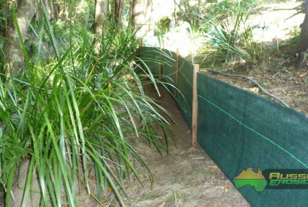 aussie-erosion-silt-fence-installation-trapping-run-off-1