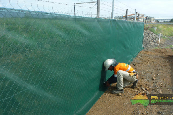 aussie-erosion-dust-fence-installation-silt-safety-combination-2