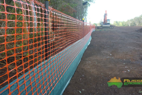 aussie-erosion-dust-fence-installation-silt-safety-combination-4